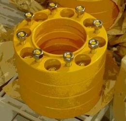 Удлинитель ступицы для колесных универсальных мини погрузчиков предназначен для выноса диска при установке резиновых гусениц на минипогрузчик. Идеально подходит для всех погрузчиков таких как Bobcat, Caterpillar, New Hollland, Kobelco, Case, Locust, JCB, TCM, Komatsu, Toyota и других.