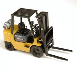 107TA7081 погрузчик Caterpillar (GP25K - модель) Модель погрузчика Caterpillar (GP25K - модель) Масштаб 1/25